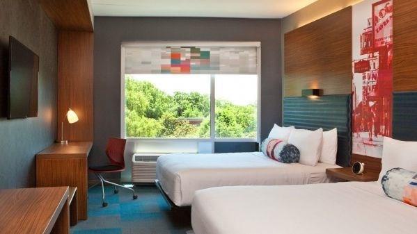 Aloft Hotel - 4