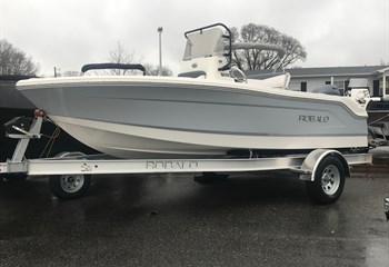 2021 Robalo R160 Alloy Gray/White  Boat