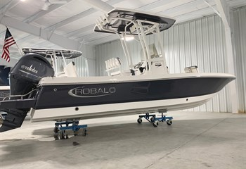 2021 Robalo 226 Cayman Shark Gray/White Boat