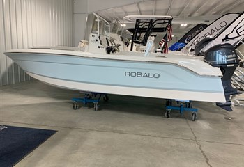 2021 Robalo R160 Ice Blue/White Boat