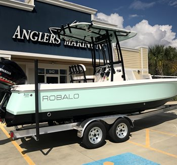 2019 Robalo R246 Cayman Sea Foam Green/Black New Boat
